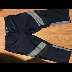 Athletic works cropped leggings
